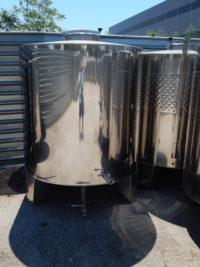 Неръждаем съд за вино с конично дъно (затворен тип) с обем 3000 литра.