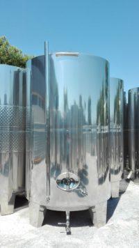 Неръждаем съд за вино с конично дъно (затворен тип) с обем 10000 литра.