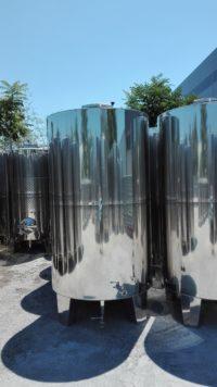 Неръждаем съд за вино с конично дъно (затворен тип) с обем 5000 литра.